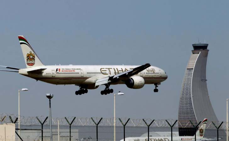 Pesawat-Etihad-di-Dubai-Airport-International.jpg