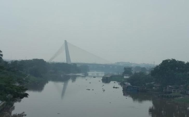 Asap Selimuti Sungai Siak