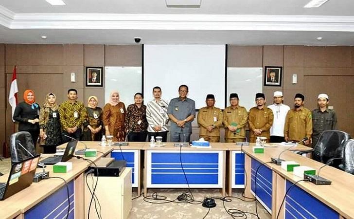 BUPATI Kampar Azis Zaenal foto bersama pimpinan BNI