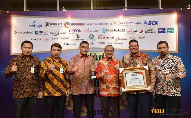 Penghargaan Infobank 2017 untuk Bank Riau Kepri