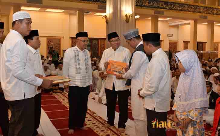 Bantuan CSR Bank Riau Kepri ke Bupati Suparman