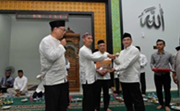 Bantuan CSR Bank Riau Kepri ke Bupati Aziz Zainal, Kampar