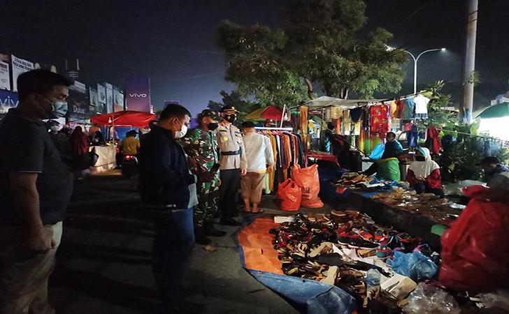 Bubarkan pedagang di Pasar Jongkok