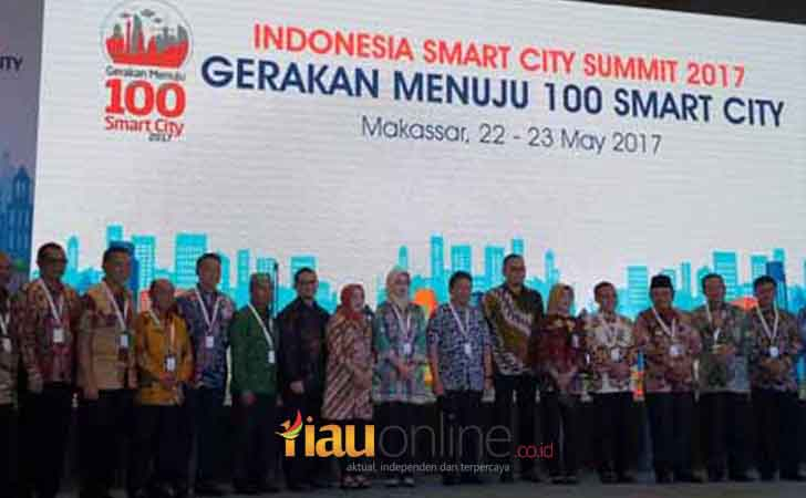 Bupati Pelalawan, HM Harris Hadiri Smart City Summit 2017