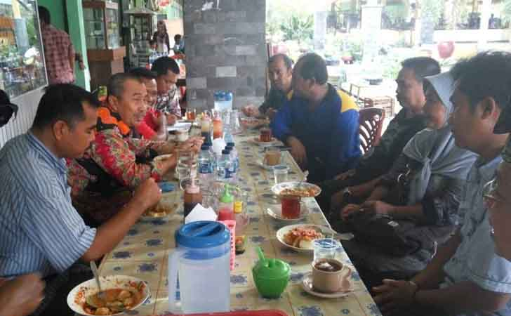 Bupati Siak Sarapan pagi bersama warga dan pedagang