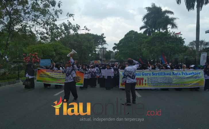 Demo Guru se-Pekanbaru