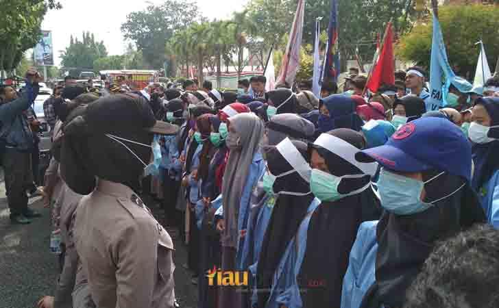 Demo Mahasiswa soal Asap Kabut