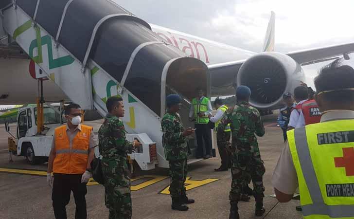 Kru Ethiopian Ari Turun dari Pesawat