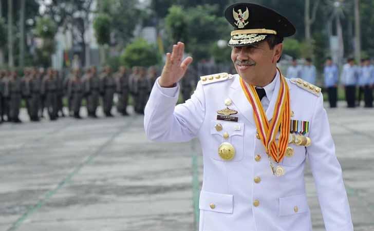 Gubernur Riau Drs Syamsuar, MSi