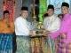 Gubernur Serahkan Piala Juara Umum MTQ Provinsi