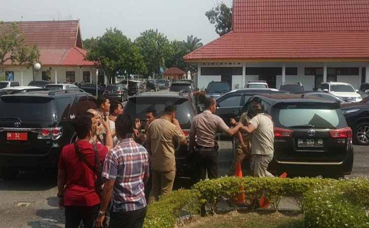 Mahasiswa Unri Dibawa ke Mapolda Riau