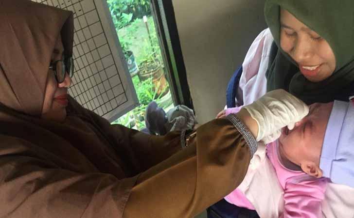 Pemberian Vaksin ke Bayi