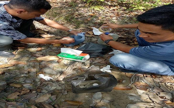 Pengambilan Sampel Mutu Air Sungai Paku