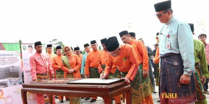 Peresmian Gedung Bedah Daerah Terpadu RSUD Arifin Achmad
