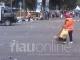 Petugas Sapu Sampah di Car Free Day