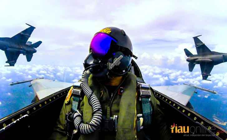 Pilot Pesawat Tempur F16 Fighting Falcon