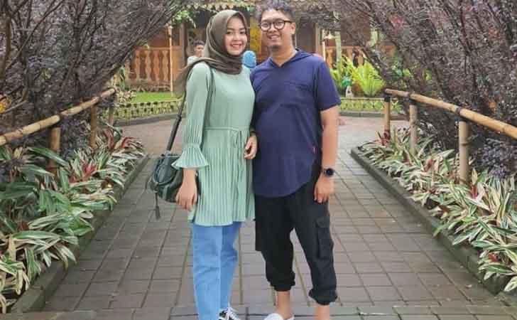 Putri-Wahyuni-Effendi-dan-Suami.jpg