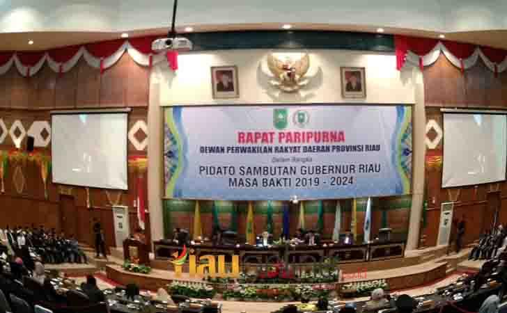 Rapat Paripurna DPRD Riau