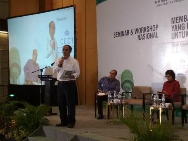 Kepala Perwakilan SKK Migas Sumbagut, Hanif Rusjdi saat memberikan materi dalam seminar dan Workshop Nasional Sustainbale Development Goals pada tanggal 17 Oktober 2018 di Medan, Sumatera Utara