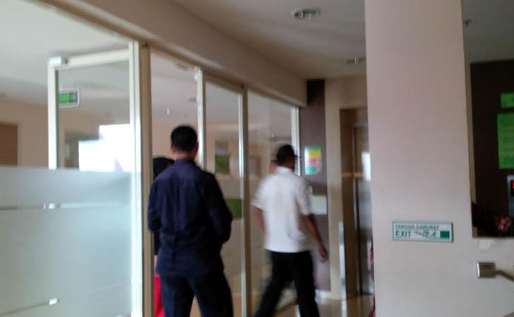 Situasi di Kamar Perawatan di Lantai V RS Awal Bros