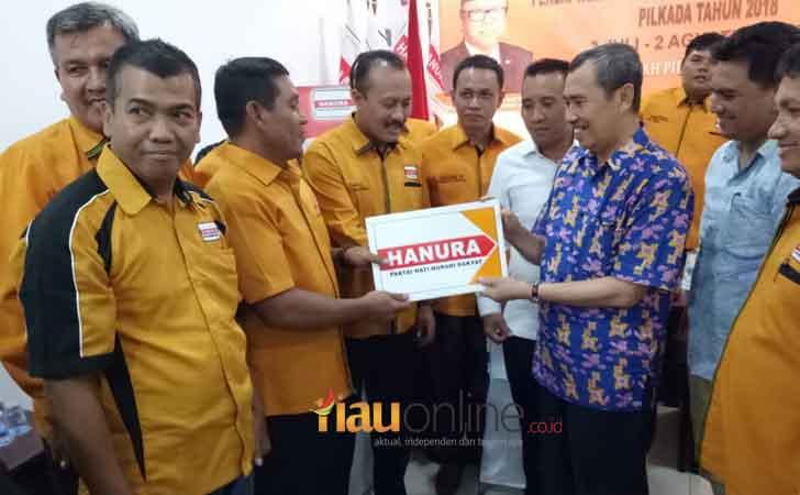 Syamsuar Kembalikan Formulir ke Anggota Hanura.