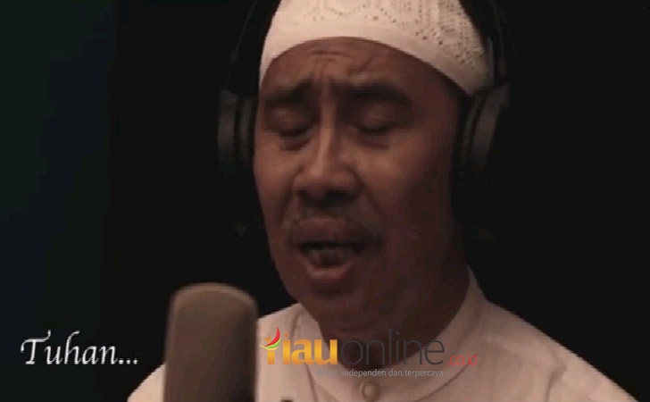 Bupati Siak Syamsuar Nyanyikan Lagu Tuhan
