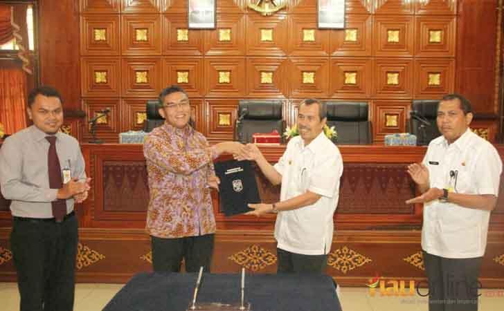 Penandatangan MoU Pemkab Siak-Bank Riau Kepri