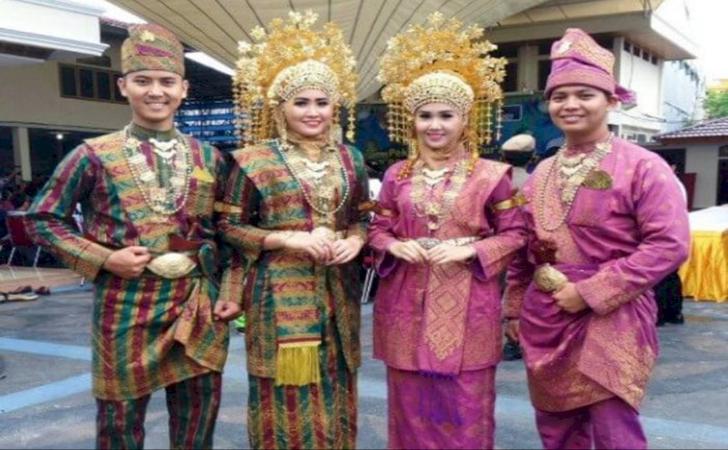 5-Keunikan-pakaian-adat-Riau.jpg