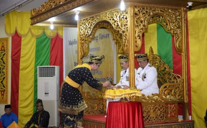 5-Upacara-Tradisional-Riau.jpg