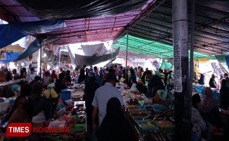 Aktivitas-warga-Ternate-di-Pasar-Bastiong-Ternate.jpg