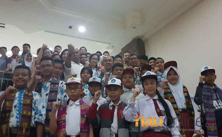 Andi-Rachman-Lepas-Kontingen-OSN-Riau.jpg