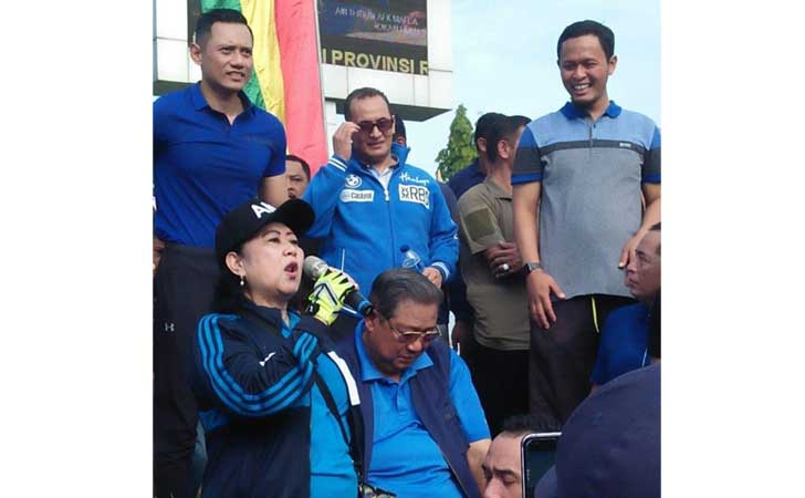 Ani-Yudhoyono-Sapa-Warga-Riau.jpg