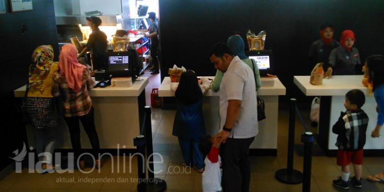 Antrean-di-McDonalds-Pekanbaru.jpg