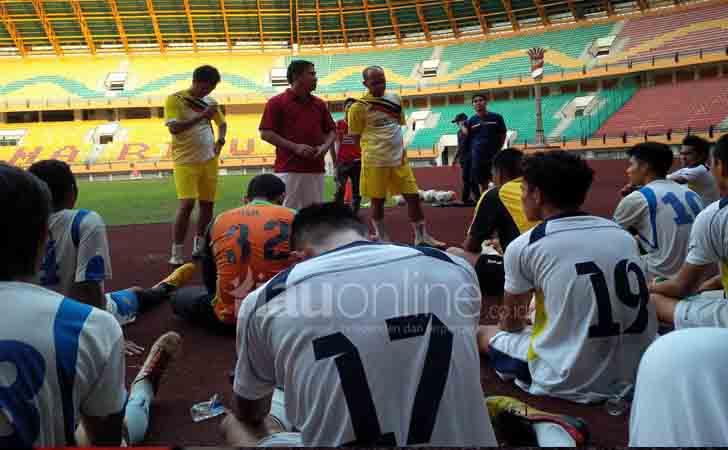 Arahan-Pelatih-PSPS-Riau-Philep-Hansen-Maramis.jpg