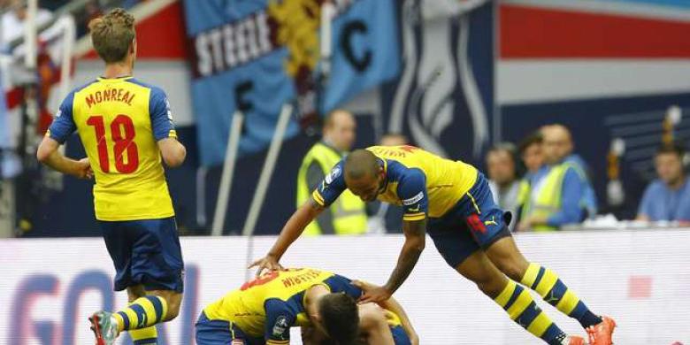 Arsenal-merayakan-gol-ketiga.jpg