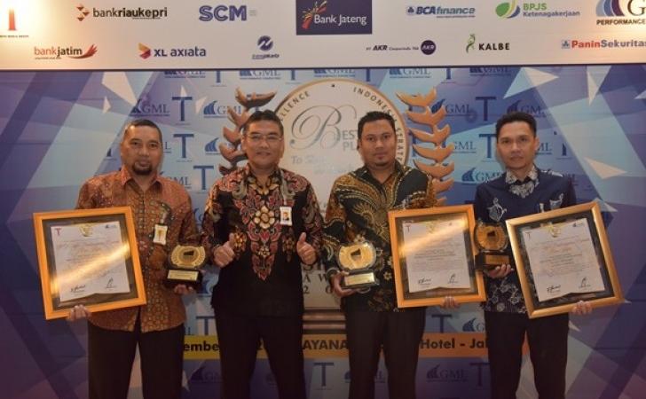 BRK-Raih-3-Award.jpg