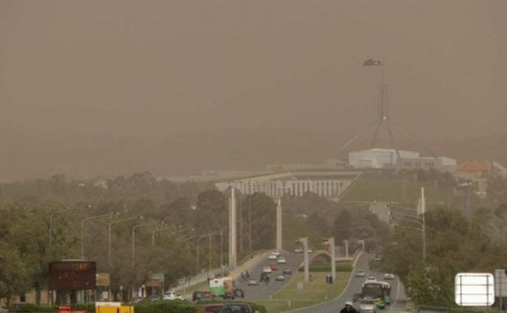 Badai-Debu-Canberra.jpg