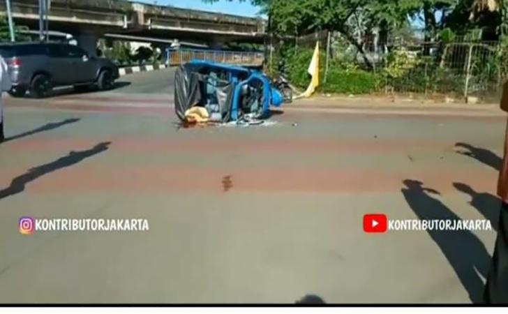 Bajaj-kontra-bus-TransJakarta.jpg