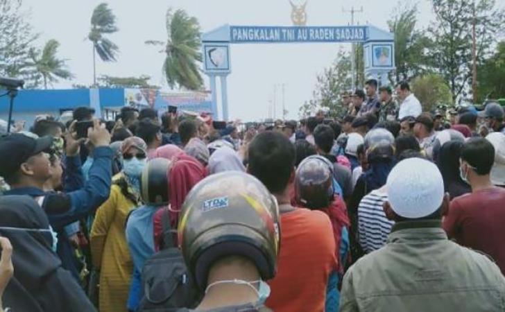Bandara-dan-Lanud-Raden-Sadjad-Natuna-diblokir-warga-Ranai.jpg
