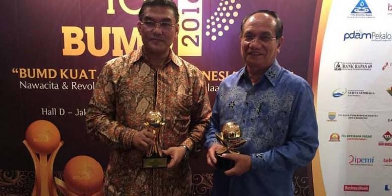 Bank-Riaukepri-Terima-Top-BUMD-2016.jpg