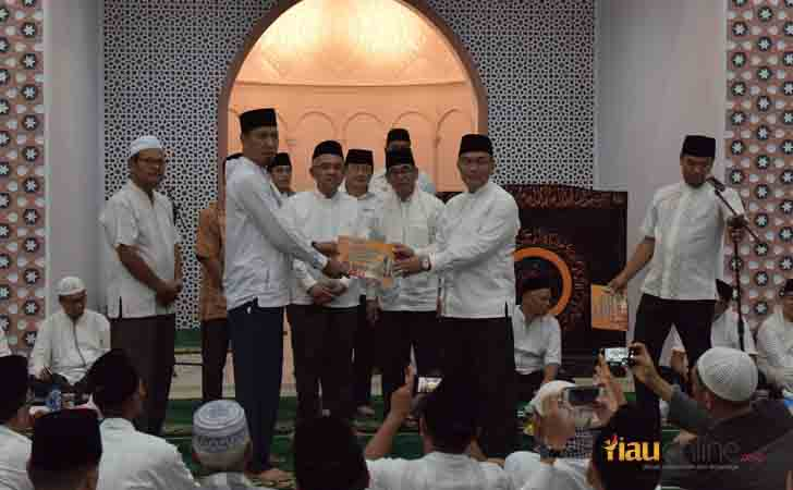 Bantuan-CSR-Bank-Riau-Kepri-ke-Masjid.jpg