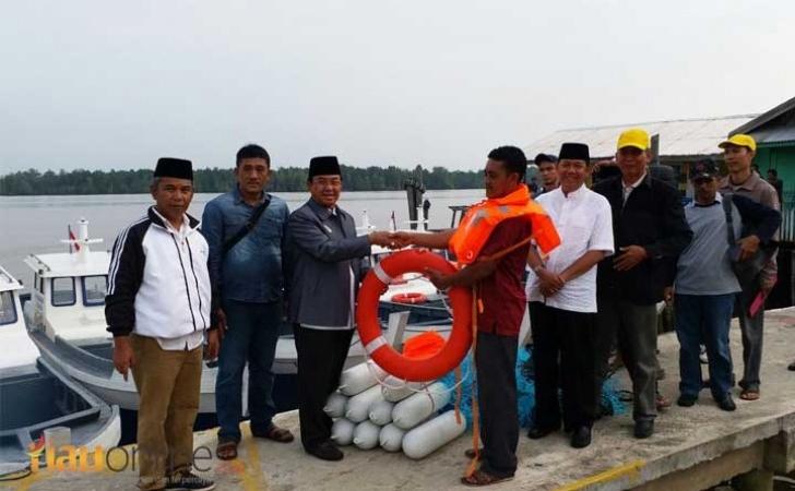 Bantuan-kapal-untuk-nelayan-inhil.jpg