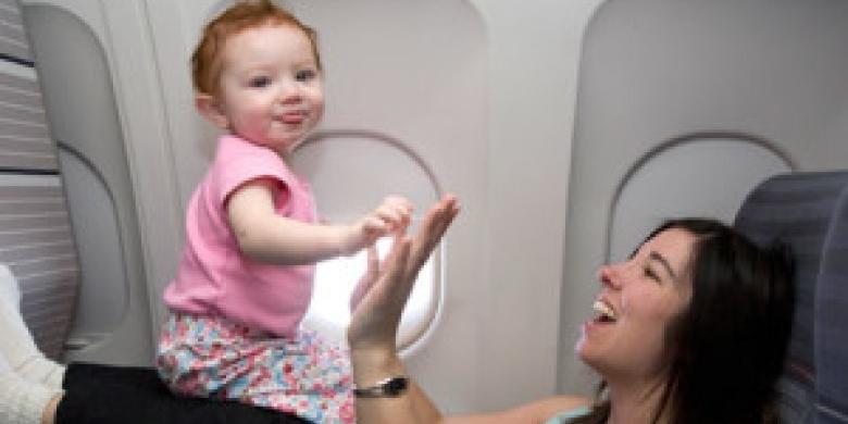 Bayi-naik-pesawat.jpg