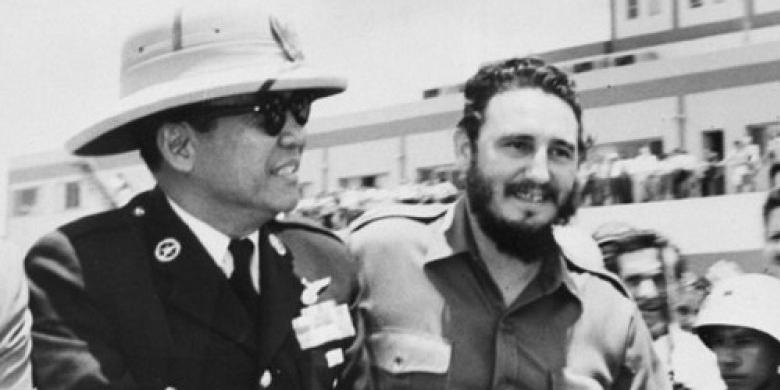 Bung-Karno-dan-Castro.jpg