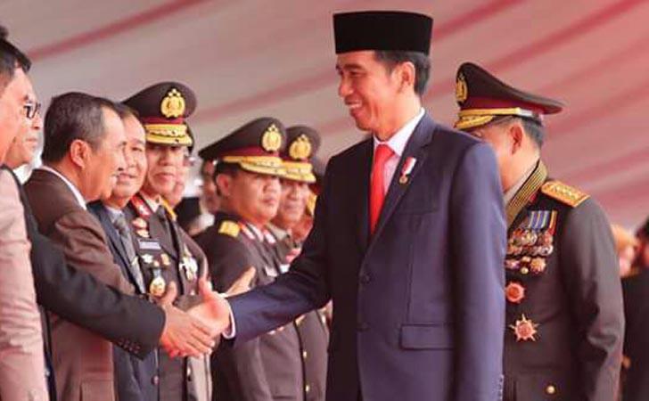 Bupati-Siak-Salaman-dengan-Jokowi.jpg
