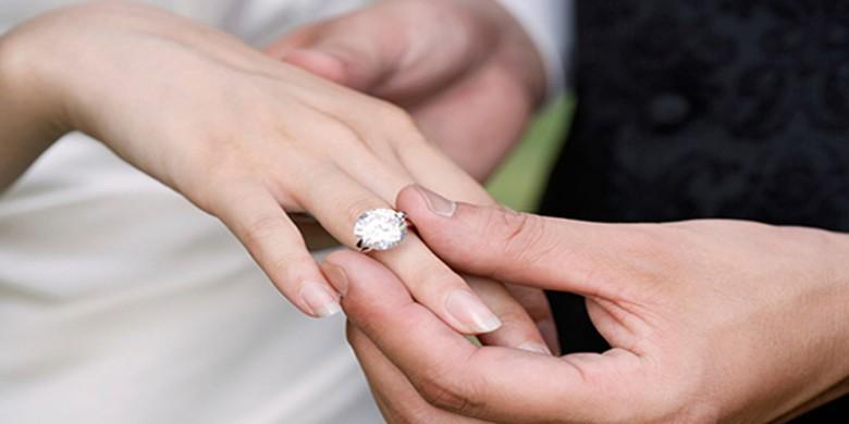 Cincin-Berlian-Pernikahan.jpg