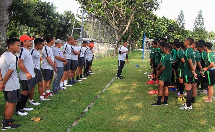 Coach-Indra-Sjafri-sedang-menukangi-anak-asuhnya.jpg