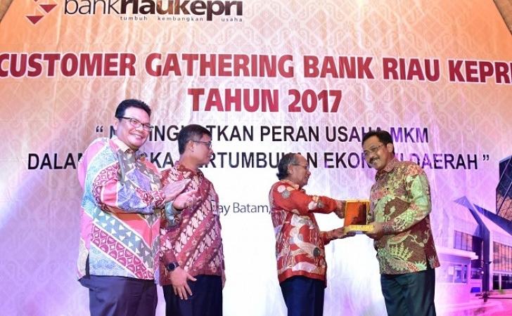 Costumer-Gathering-Bank-Riau-Kepri-2017.jpg