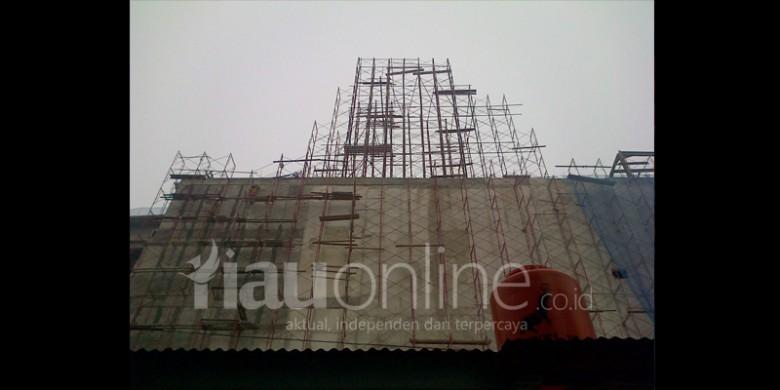 Crane-Proyek-PT-Waskita-Karya-Jatuh.jpg