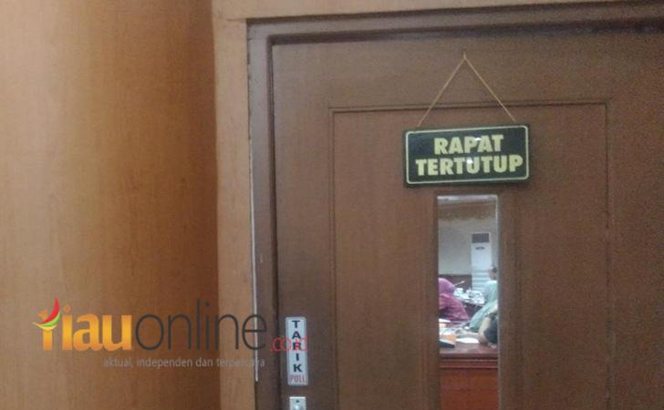 DPRD-Riau-Rapat-tertutup.jpg